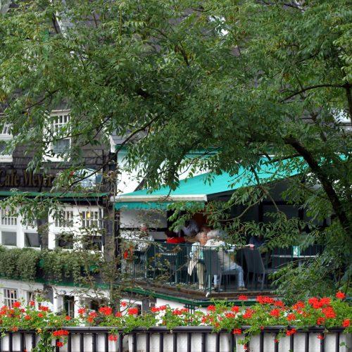Cafe Meyer - Die Sonnenterasse von der Eschbachbrücke gesehen
